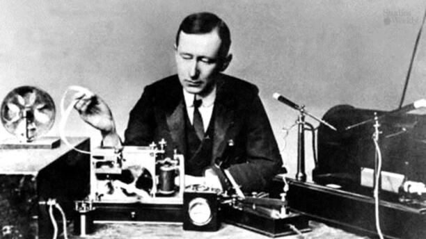 Marconi Guglielmo, who used the parabolic dishes reflectors